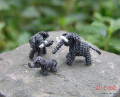 micro crochet art elephant family