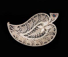 Kazakov filigree Quilling Work, Quilling Jewelry, Quilling Craft, Filigree Jewelry, Paper Jewelry, Metal Jewelry, Paper Quilling Patterns, Quilling Designs, Paper Art
