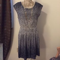 Navy and white polka dot dress GAP dress. Who doesn't love polka dots? And here's a classic spring summer dress that is fun to wear! Can be belted with a colorful skinny belt. Size M from GAP, fully lined. Added bonus? Pockets that are hidden on seam. Only worn a few times. In mint condition. GAP Dresses