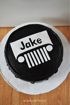 Jeep Cake (Simple and cute decorating) thinking about this and camo cupcakes! Ha so he has to blow the candles out on something! Pastel Jeep, Beautiful Cakes, Amazing Cakes, Jeep Cake, Camo Cupcakes, Cupcake Cakes, Funny Cake, Cakes For Boys, Cake Smash