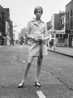 "Twiggy - In the late '60s, the ""the skinny model"" look hit the London scene. Born Lesley Hornby, Twiggy got her nickname because of her twig-like figure. At 5 feet, 6 inches tall, Twiggy measured in at 32-23-32 at the peak of her modeling career. Twiggy has said, ""I'm not as skinny as I used to be, thank God. I'd look very strange if I was."""