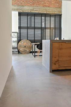 Polished Concrete Tiles, Concrete Floors, La Croix Valmer, Grey Flooring, Home Fashion, Home And Living, Interior Inspiration, Home Furniture, Building A House