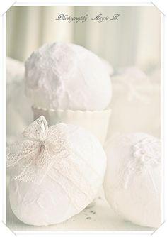 White lace eggs