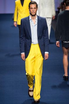 Etro presented its Spring/Summer 2015 collection during Milan Fashion Week. Fashion Week, Fashion Show, Men's Fashion, Milan Fashion, High Fashion, Vogue Paris, Casual Trends, Men Casual, Stylish Mens Fashion