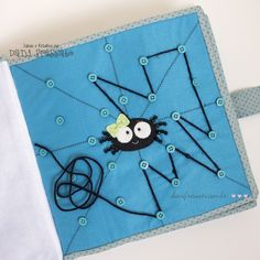 Quiet Book - Atividade Tecendo a Teia da Aranha Diy Quiet Books, Baby Quiet Book, Felt Quiet Books, Book Projects, Sewing Projects, Silent Book, Quiet Book Patterns, Quiet Book Templates, Sensory Book