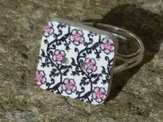 Hey, I found this really awesome Etsy listing at https://www.etsy.com/listing/225670329/square-button-ring-flower-button-ring