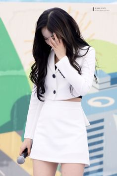 SinB South Korean Girls, Korean Girl Groups, Sinb Gfriend, Fan Picture, G Friend, Girlfriends, Mini Skirts, Beagle, Sim