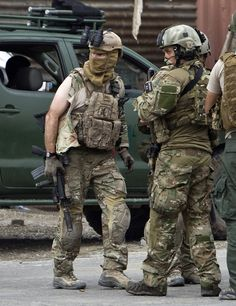 Members of Navy SEALs DEVGRU and the SAS after a gun battle with Taliban in Kabul, 14/9/2011
