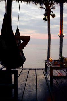 Y de pronto… relajarse, que nada de lo que no esté aquí importe. Respirar hondo y escuchar el mar. Nico y su poder narcotizante.