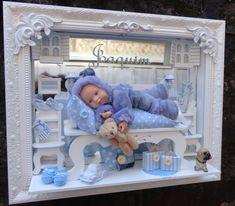 quadro enfeite de porta maternidade decoração com boneco miniaturas de resina e moveis de mdf iluminação de lad ,tamanho do quadro 45x50 cm ,fundo de com espelho . personalizamos com a cor do quartinho do seu bebe . R$ 640,00