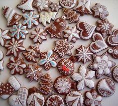 Na vánoční stůl, Vianočné medovníky, Autor: moli Christmas Gingerbread, Red Christmas, Christmas Themes, Gingerbread Cookies, Gingerbread Houses, Ginger Cookies, Sugar Cookies, Cake Illustration, Unicorn Cookies