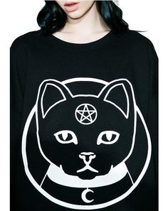 Witch Worldwide Witch Kitty Oversized Sweatshirt don't you dare touch me or my familiar. This amazing pullover features an ultra comfy black construction, super slouchy oversized fit, banded trim, and a pouty kitty graphic across the front, replete with a pentagram on the forehead.