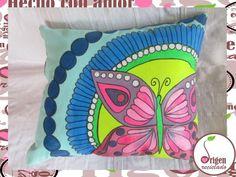 COJIN PINTADO A MANO celeste con mariposa, VIII Biobío | yapo.cl