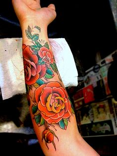 Old School Rose Tattoo / Forearm / Sleeve I'm not looking to get a tattoo. I just like the old school look of this :)