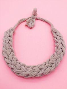 Statement necklace knot - simple instructions to make jewelry - basteln - Frauenschmuck Rope Necklace, Flower Necklace, Crochet Necklace, Jewelry Necklaces, Beaded Necklace, Bracelet, Tiffany Jewelry, Kids Jewelry, Jewelry Making