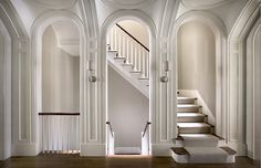Landing in a New York brownstone with arched entryways by Peter Pennoyer Brownstone Interiors, New York Brownstone, Townhouse Interior, Brownstone Homes, Modern Townhouse, Design Hall Entrada, Hall Design, Architecture Details, Interior Architecture