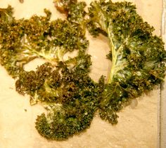 Kale Chips: How To Eat a Bunch of Kale in One Sitting From ChowMama. I have every single ingredient in my house. I also doing this tonight! Kale Chip Recipes, Plant Based Recipes, Veggie Recipes, Great Recipes, Vegetarian Recipes, Snack Recipes, Favorite Recipes, Healthy Recipes, Vegan Chips