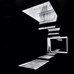 Shapes & Symmetry Photos on Instagram | Abduzeedo Design Inspiration