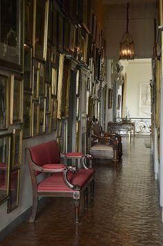 Paraíso vintage: um tour pelo château de Digoine Style Français, French Style, Beautiful Interiors, French Interiors, Interior Architecture, Floor Plans, Stairs, Living Room, Palaces