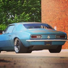 I seriously fancy this finish color for this chevy camaro 1967 American Classic Cars, Old Classic Cars, American Muscle Cars, Chevy Camaro, 1967 Camaro, Gm Car, Chevy Muscle Cars, Tuner Cars, Custom Trucks