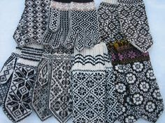 Black and white mitten madness by yarn jungle. Fair Isle Knitting, Knitting Socks, Hand Knitting, Hand Knitted Sweaters, Knitted Gloves, Crochet Mittens, Knit Crochet, Black And White Mittens, Handgestrickte Pullover
