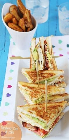 Chicken Club sandwich, step by step recipe - comida - Sandwiches Tapas, I Love Food, Good Food, Yummy Food, Wrap Sandwiches, Burger, Food Porn, Food And Drink, Cooking Recipes