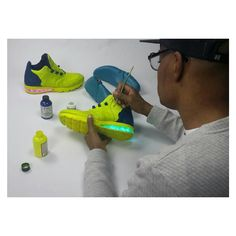 Toutes les pièces sont assemblées...vers la touche finale. - Étape 5 - #alainmukendi #shoes #footweardesign #instashoes #hypebeast #sneakers  #sneakerhead #sneakerheads #solecollector #soleonfire #nicekicks #igsneakercommunity #sneakerfreak #sneakerporn #shoeporn #fashion #design #instagood #fresh #photooftheday #designer #heels #handmade #shoegasm  #custom #shoemaking #cobbler #new #style  #SomewhereOnTheBluePlanet