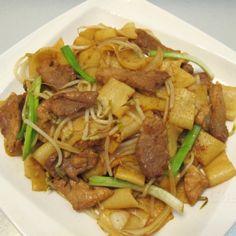 肉片炒河(版條) Sautéed Rice Noodles with sliced Pork   #今日煮意 #家常菜 #家庭菜色 #炒河 #肉片 #foodie #food #chinesefood #chinesecooking #chinesedish #dinner #lunch #delicious #hkig #caig #twig #instagramfood #foodlover #homecooking #homedishes #familydishes #cooking #easydishes #easycook #healthy #healthydishes #ricenoodle #pork