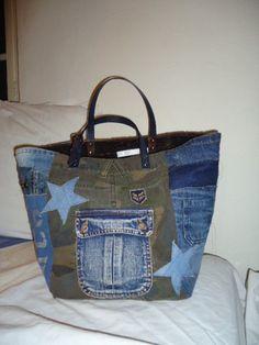 sac cabas jean et camouflage top mode Sacs Tote Bags, Denim Tote Bags, Diy Tote Bag, Denim Purse, Diy Bags Purses, Purses And Handbags, Diy Sac, Recycled Denim, Patchwork Bags