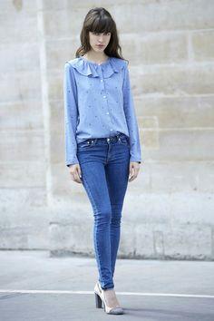 Camisa blusa azul con olanes skiny jeans