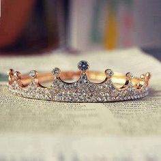 Simple yet beautiful! just because you can't wear tiara on your head everyday doesn't mean you can't on your finger . For that inner princess/queen Jewelry Box, Jewelery, Jewelry Accessories, Fashion Accessories, Fashion Jewelry, Jewelry Rings, Bling Bling, Crown Jewels, Crown Rings