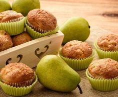 Saftige Low Carb Birnen-Zimt-Muffins – einfaches Rezept ohne Zucker – Keep up with the times. Deserts, Vegan, Breakfast, Food, Times, Cinnamon Muffins, Baking, Healthy Cupcakes, Light Cakes