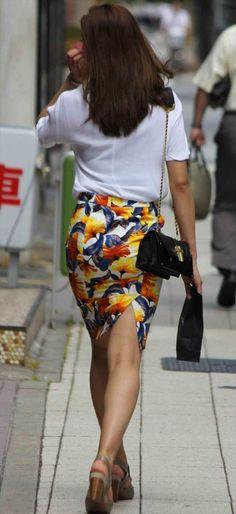 【タイトスカートと着衣胸】