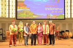 Wonderful Indonesia - Penampilan Angklung Toel (Clean Bandit) Clean Bandit, World, Music, Youtube, Painting, Musica, Musik, Painting Art, Muziek