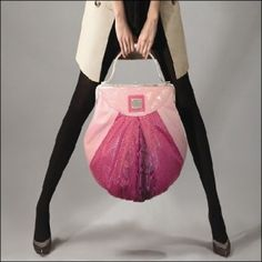 http://funkyfashioncraze.com/stylish-hand-bags-for-traditional-girls/#more-3625