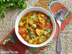 Warm and exotic spices make this Moroccan Lentil and Vegetable Stew perfect for cold Autumn evenings. Moroccan Lentil and Vegetable Stew - Budget Bytes