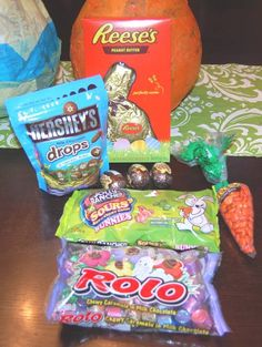 http://www.pinkdandychatter.com/2012/03/review-giveaway-variety-of-easter-candy-from-hersheys.html