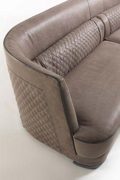 Un gioco di geometrie perfette per dar vita a un divano di grande eleganza, ma anche comodo e accogliente ...