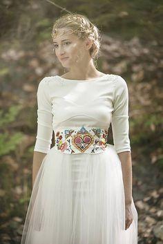 The embroidered belt Grad Dresses, Wedding Dresses, Folk Fashion, Womens Fashion, Wedding Inspiration, Style Inspiration, Wedding Wear, Female, Folk Style