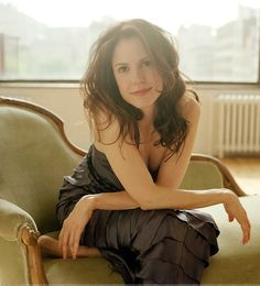 Mary Louise Parker from Weeds...gorgeous and funny. I want to be that.