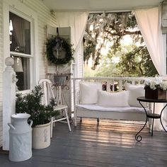 Beautiful Front Porch Design Ideas For Outdoor Living - Remember your front porch! Your porch has existing space and with the correct front porch ideas you can change it effectively into an outdoor living r. Small Front Porches, Farmhouse Front Porches, Front Porch Design, Modern Farmhouse Exterior, Farmhouse Decor, Farmhouse Style, Southern Porches, Deck Design, Farmhouse Design
