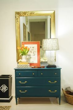 Blue/teal with gold and orange. Love the cabinet and mirror as well as the set up