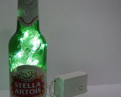 luminária stella artois - a sua cerveja companheira de todas as horas agora vai animar a decoração da sua casa.os leds têm 8 opções de pisca-pisca ou ficam estáticos.