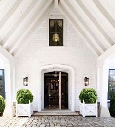 """The porte cochere entrance of a house we designed in the Hamptons. A collaboration with the…"" Porte Cochere, Exterior Design, Interior And Exterior, Architectural Features, Historic Homes, Estate Homes, Home Staging, Home Design, Architecture Details"