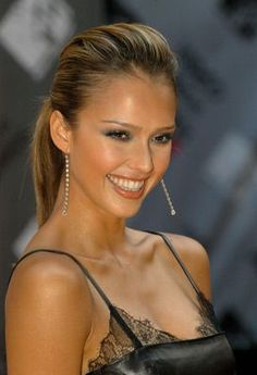 Jessica Alba at an event for 2003 MTV Video Music Awards Jessica Alba Hot, Jessica Alba Style, Jessica Alba Pictures, Glamour, Grunge Hair, Teresa Palmer, Beautiful Smile, Celebrity Beauty, Celebrity Style