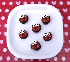 These fun and whimsical owls will be a hoot as a sweet treat for the little Valentines in your life.
