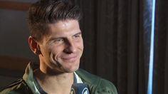 His smile <3 German Football Players, Mario Gomez, Smile, Stuff Stuff, Laughing