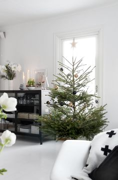 Scandinavian Christmas /// via Lolalina