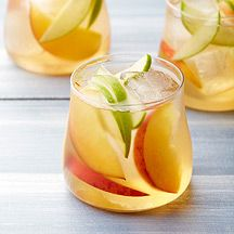 Weight Watchers White Wine and Peach Sangria - Riesling wine perfectly complements the flavor of fresh peaches in this refreshing and easy summer sangria. Healthy Recipes, Ww Recipes, Cooking Recipes, Drink Recipes, Herb Recipes, Budget Recipes, Healthy Breakfasts, Shake Recipes, Fruit Recipes