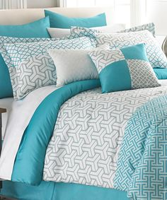Patterned turquoise comforter set //